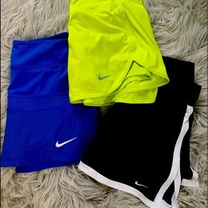 LOT of 3 NIKE tennis skorts SM